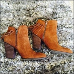 Dolce vita cognac suede booties with fringe 6B